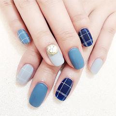 方圆形蓝色灰色格纹磨砂美甲图片
