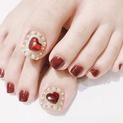 脚部酒红色钻珍珠心形新娘美甲图片