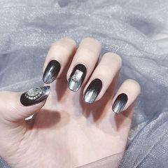 圆形黑色银色渐变钻镜面美甲图片