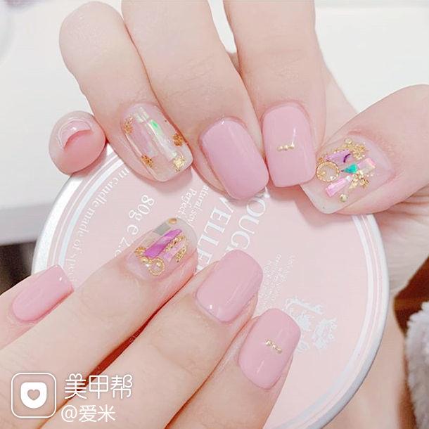 方圆形粉色贝壳片金箔美甲图片