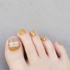 脚部黄色线条简约夏天美甲图片