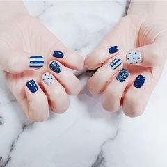 方圆形蓝色波点条纹短指甲美甲图片