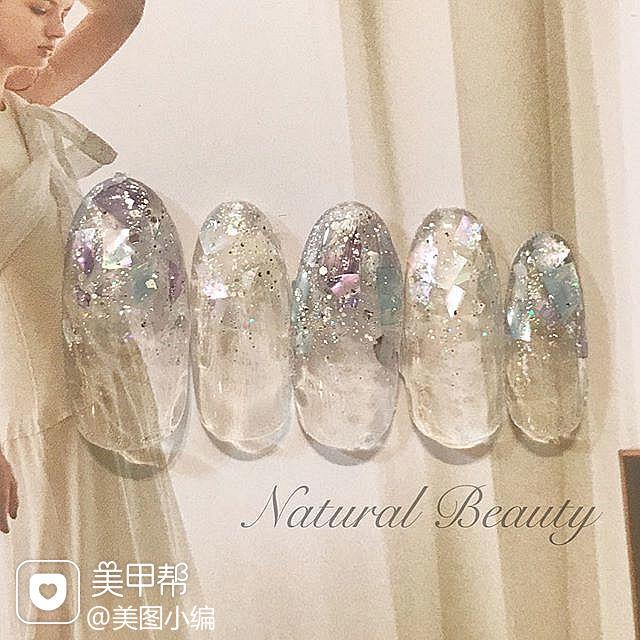 圆形银色渐变贝壳片新娘美甲图片