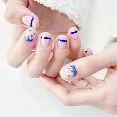 圆形蓝色裸色线条星星亮片美甲图片
