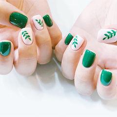 方圆形绿色白色手绘树叶夏天美甲图片