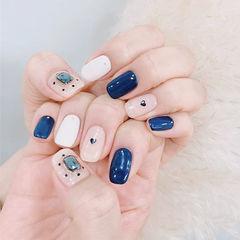 方圆形蓝色白色钻亮片跳色美甲图片