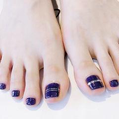 脚部蓝色金银线显白美甲图片