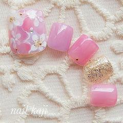 脚部粉色金色手绘花朵日式新娘美甲图片