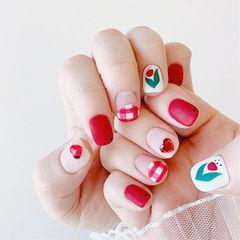 方圆形红色白色手绘花朵钻磨砂美甲图片
