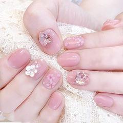 圆形粉色手绘花朵钻贝壳片ins美图分享,想学美甲咨询微信mjbyxs6哦~美甲图片