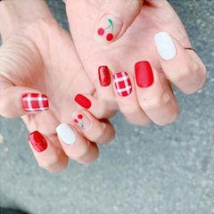 方圆形红色白色手绘樱桃水果格纹磨砂夏天美甲图片
