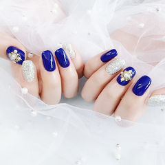 方圆形蓝色银色珍珠跳色美甲图片