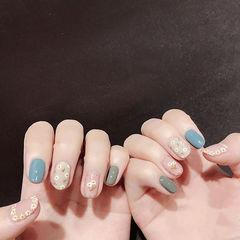 圆形蓝色绿色裸色手绘花朵跳色夏天美甲图片