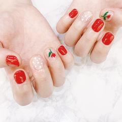 圆形红色手绘花朵波点短指甲美甲图片