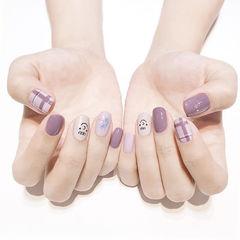 方圆形紫色裸色格纹贝壳片跳色ins美图分享,想学美甲咨询微信mjbyxs6哦~美甲图片