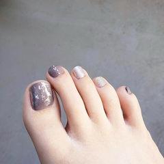 脚部灰色银色银箔美甲图片