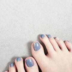 脚部蓝色银箔夏天美甲图片
