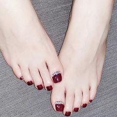 脚部酒红色钻新娘美甲图片