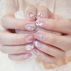 圆形粉色贝壳片银箔美甲图片