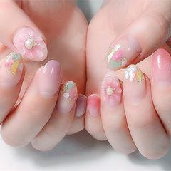 圆形粉色渐变手绘花朵贝壳片珍珠日式美甲图片