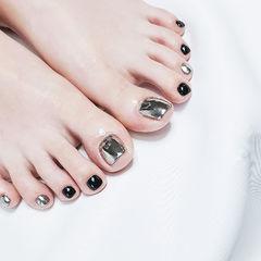 脚部黑色银色镜面美甲图片
