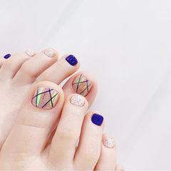 脚部蓝色银色碎玻璃线条韩式美甲图片