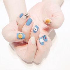 方圆形蓝色黄色白色手绘可爱跳色夏天美甲图片