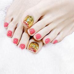 脚部红色金色韩式美甲图片