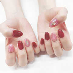 圆形红色粉色贝壳片新娘美甲图片