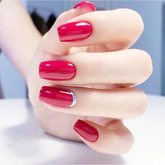 方圆形红色纯色简约新娘显白美甲图片