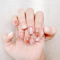 方圆形粉色贝壳片干花波点美甲图片