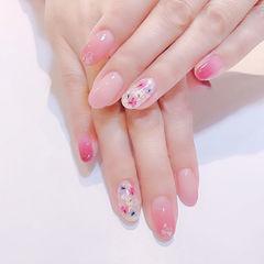 圆形粉色干花美甲图片