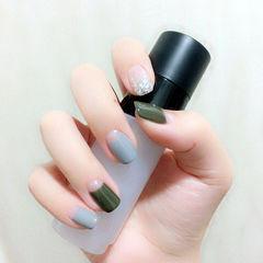 方圆形绿色银色灰色反法式跳色美甲图片