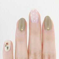 圆形绿色白色波点手绘花朵ins美图分享,想学美甲咨询微信mjbyxs6哦~美甲图片