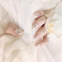 圆形白色金银线钻倒V法式新娘ins美图分享,想学美甲咨询微信mjbyxs6哦~美甲图片