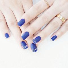 方圆形蓝色线条磨砂美甲图片