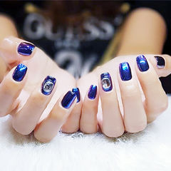 方圆形蓝色钻镜面韩式夏天美甲图片