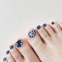 脚部蓝色白色手绘花朵美甲图片