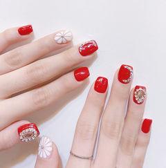 方圆形红色白色手绘雏菊钻新娘美甲图片