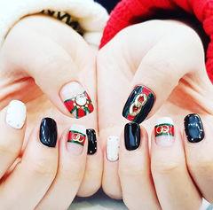 方圆形黑色白色红色金属饰品Gucci美甲图片