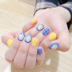 圆形黄色蓝色白色手绘雏菊格子短指甲美甲图片