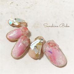 圆形粉色晕染贝壳片金属饰品美甲图片