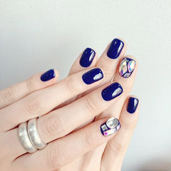 方圆形蓝色钻美甲图片
