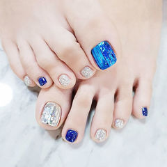 脚部蓝色银色韩式美甲图片