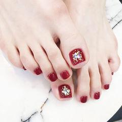 脚部红色贝壳片金箔新娘显白美甲图片
