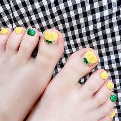 脚部黄色绿色手绘水果夏天ins美图分享,想学美甲咨询微信mjbyxs3哦~美甲图片
