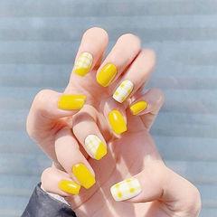 方圆形黄色白色格纹美甲图片