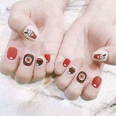 方圆形红色白色棕色手绘可爱想学习这么好看的美甲吗?可以咨询微信mjbyxs3哦~美甲图片