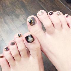 脚部黑色灰色晕染手绘想学习这么好看的美甲吗?可以咨询微信mjbyxs3哦~美甲图片