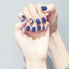 方圆形蓝色钻简约美甲图片
